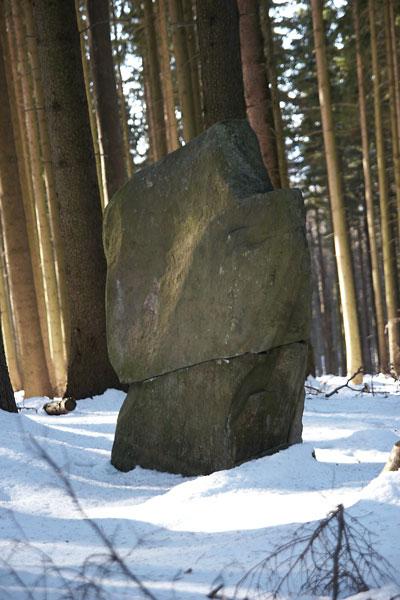 Přeražený menhir