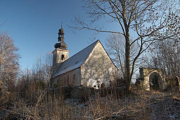 Chátrající kostel v Klení